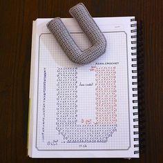 Alfabeto crochet - U Small Crochet Gifts, Crochet Diy, Crochet Fabric, Crochet Amigurumi, Crochet Home, Crochet Gratis, Crochet Diagram, Crochet Chart, Crochet Motif
