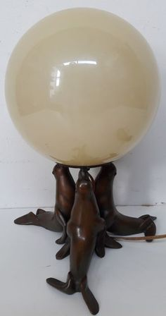 Art Deco table lamp, 3 sea lions with a large glass ball on the muzzles - Catawiki