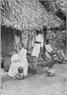 """""""Afuera, en el país los trabajos panameños promedio sólo lo suficiente para procurar las necesidades básicas de la vida diaria. Su comida, ropa y vivienda son todos los tipos más simples."""" 1926"""