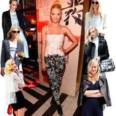 A atriz Jamie King possui um estilo eclético e adora misturar peças. Ela veste um top e uma calça estampada.