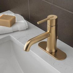 Give a stunning appearance to your bathroom decor using this Delta Trinsic Champagne Bronze Single Hole Bathroom Faucet with Metal Pop-Up. Gold Bathroom Faucet, Gold Faucet, Single Handle Bathroom Faucet, Brass Bathroom Fixtures, Concrete Bathroom, Plumbing Fixtures, Bling Bathroom, Turquoise Bathroom, Bathroom Drain