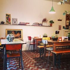 Tuck Shop, an OZ veggie cafe full of avo toasts and chai tea... next door to Juice Bar (10th arr)