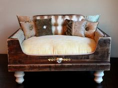 love this...from an old dresser drawer! A beautiful bed for my dog!  :-)