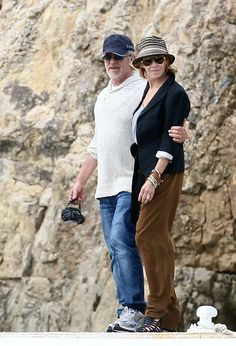 Kate Capshaw Photos - Steven Spielberg kisses Kate Capshaw at Eden Roc Hotel. - Steven Spielberg at the Eden Roc Hotel Kate Capshaw, Beverly Wilshire, Steven Spielberg, Photo L, I Fall In Love, Celebrity Style, Nerd, Movie, Poses