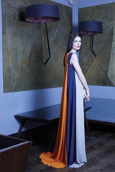 Roksanda Ilincic wearing her own creation… Hijab Fashion, Fashion Dresses, Fashion Beauty, Womens Fashion, Modest Fashion, Vivienne Westwood, Eid Outfits, Roksanda, Looks Cool