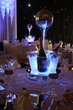 ¿Aún no has probado los cubitos de hielo luminosos? Tus vasos y copas están pidiendo a gritos luz y color...! Son ideales para tu fiesta, aportarán luz y color, diferenciaréis las bebidas por colores, originales, divertidos, de bajo consumo... Si tienes un local, podemos personalizar tus cubitos con tu logo o marca. En los mejores locales europeos ya los están usando! Es un perfecto reclamo publicitario. http://www.pulserasfluorescentesfluor.com/14-cubitos-de-hielo-luminosos