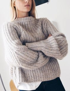 Get ready for the season with warm & cozy sweaters? Oversized sweaters are not only comfortable, but they last forever as a staple in you… Looks Style, Style Me, Outfit Style, Look Fashion, Womens Fashion, 90s Fashion, Junior Fashion, Catwalk Fashion, Latest Fashion