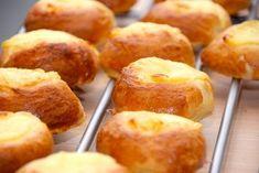 God opskrift på cremeboller, der er lækre boller med creme. Cremebollerne indeholder en del smør, men de meget lækre.