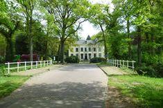 Oranjewoud Marijke Muoiwei 8: Oranjestein is de voormalige rentmeester woning van het landgoed Oranjewoud van de Friese Nassaus.