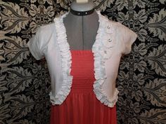 Turn a tshirt into a ruched shrug- perfect for those extra plain t shirts I have lying around.