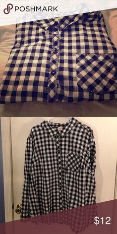 A black and white checkered flannel large and flowy, like new, slightly wrinkly but nothing an iron can't fix Faded Glory Tops Button Down Shirts