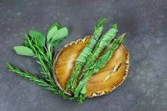 How To Make Air Cleansing Rosemary & Sage Smudge Sticks Herbal Remedies, Home Remedies, Natural Remedies, Types Of Herbs, Spiritual Cleansing, Healing Herbs, Medicinal Herbs, Natural Healing, Smudge Sticks