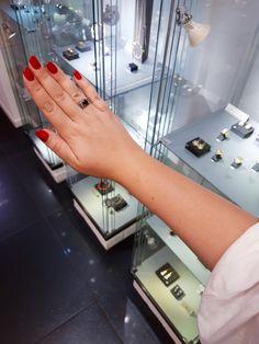 """Pierścionek """"pleciony"""" z dużym, naturalnym granatem. Nieoczywiste połączenie srebra i złota.  #pierścionek #srebro #złoto #kamieńszlachetny #biżuteriaartystyczna #margotstudio"""