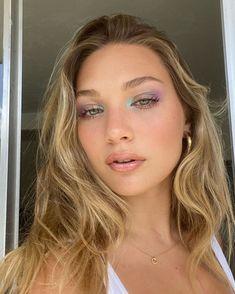 Blue Makeup, Pretty Makeup, Hair Makeup, Dewy Makeup, Makeup Stuff, Blue Eyeshadow Looks, Eyeliner Looks, Color Eyeliner, Kenzie Ziegler