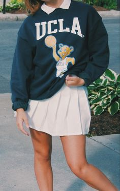 Preppy Outfits, Cool Outfits, Preppy Style, Yellow Sweater Outfit, College Hoodies, Vintage College Sweatshirts, Cute Sweatshirts, Sweatshirt Outfit, Skirt Ootd