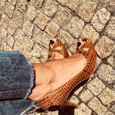 #отворенипръсти #spool #sapatossaltoalto #slingback #massimodutti #castanho #sapatosdesalto #pump #sandaliassaltoalto #sapatoaberto #peep-toe #sandáliaaberta #kitten #zapatosdepuntaabierta #saltosaltos #eu39 #comonovo #shoessizes #tacones #court #stiletto #zapatosintalón Sa Pa, Peep Toe, Kitten, Wedges, Pumps, Letting Go, Cute Kittens, Kitty, Kitty Cats