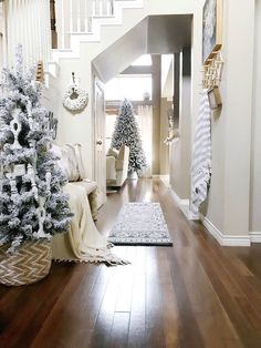 67 Trendy farmhouse christmas foyer 67 Trendy farmhouse christmas foyer – The Best DIY Outdoor Christmas Decor Christmas Entryway, Christmas Room, Farmhouse Christmas Decor, Noel Christmas, Outdoor Christmas Decorations, White Christmas, Foyer Decorating, Decorating Your Home, Holiday Decorating