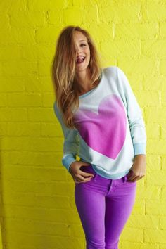 Classic blue jeans, and girly heart sweater. very high school! Pretty Outfits, Cute Outfits, Pretty Clothes, Purple Skinny Jeans, Blue Jeans, Swagg, Everyday Fashion, Passion For Fashion, Dress To Impress