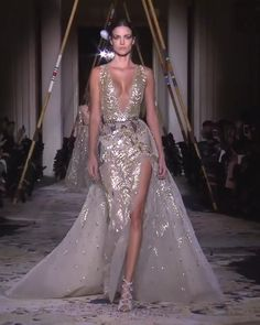 Stunning Golden Embroidered Backless Slit Sheath Evening Maxi Dress / Evening Gown with Deep V-Neck Cut, Open Back and a Train. Couture Spring Summer 2018 Collection Runway by Zuhair Murad Source by topmodelsguide couture gowns Elegant Dresses For Women, Pretty Dresses, Couture Dresses, Fashion Dresses, Shrug For Dresses, Evening Dresses, Prom Dresses, Wedding Dresses, Spring Dresses