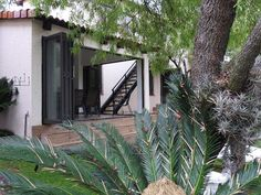 Ile Du Lac Self-Catering - Ile Du Lac Self Catering is situated off the and in a peaceful security estate in the Broederstroom, Hartbeespoort Dam area. The home is situated in a luscious green oasis where the Crocodile .