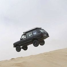 Is your dad driving this range rover? Nah, no,, no I hope not! Range Rover Off Road, Landrover Range Rover, Garage Workshop Plans, Wheel In The Sky, Range Rover Supercharged, Land Rover Freelander, Best 4x4, Automobile, Range Rover Classic