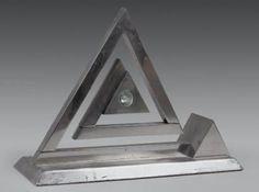Yonel LEBOVICI (1937-1998) Pyramide pantographe. Lampe dépliante à éclairage
