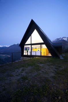 Cadaval & Solà-Morales zijn de verantwoordelijken voor dit waanzinnige huis in de Pyreneeën.