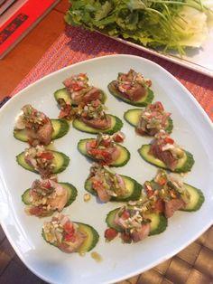 2014-08-16 beef cubes in pesto sauce (basil, garlic, red onion, lemon grass, lemon leave, fish sauce, lime, brown sugar) w cucumber base n slices of onion n mint leaves / basil