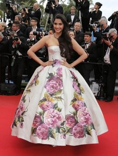 Sonam Kapoor in Dolce & Gabbana at the screening of the film 'Young & Beautiful' - Cannes Film Festival 2013