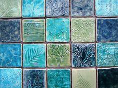 Handgefertigte Keramikfliesen Splash Back von damsontreepottery