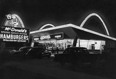 The first McDonald's fast food restaurant with its neon arches illuminated at night, Des Plaines, Illinois, 1955 Puerto Rico, Waukegan Illinois, Mcdonalds Fast Food, Disneyland, Dearborn Heights, Fast Food Restaurant, Mcdonald's Restaurant, Fast Food Chains, My Kind Of Town
