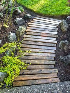 diy garden ideas DIY Garden idea Know DIY Low budget garden idea, Cheap garden ideas, Budget landscaping, and more DIY projects. Most gardeners prepare the landscape with bedding, but they create a charm in their gard Front Yard Landscaping, Backyard Patio, Mulch Landscaping, Backyard Privacy, Country Landscaping, Backyard Games, Simple Landscaping Ideas, Desert Backyard, Landscaping Contractors