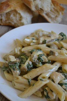 Penne mit Hähnchenbrust, Spinat und Champignons Rezept zum Selbermachen - Familienrezepte zum Selberkochen.