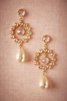 Halo Pearl Drops Wedding Jewelry, Jewelry Box, Jewelry Accessories, Pearl Earrings, Drop Earrings, Circle Earrings, Jewelry Organization, Bohemian Jewelry, Fashion Jewelry