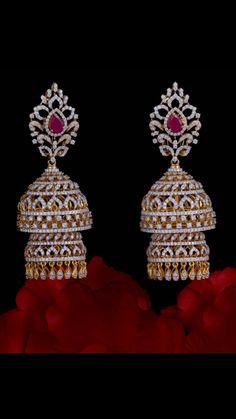 Indian Jewelry Earrings, Indian Jewelry Sets, Jewelry Design Earrings, Indian Wedding Jewelry, Gold Earrings Designs, Ear Jewelry, Bridal Jewelry, Jewellery, Diamond Jumkas