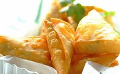 Sweet Chilli & Coriander Corn Samoosas: the perfect finger-food for a My Recipes, Snack Recipes, Favorite Recipes, South African Recipes, Sweet Chilli, Home Food, Savory Snacks, Spring Rolls, Finger Foods