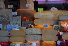 A good cheese has shades on the outside and inside. We know how to recognize good cheese if we enjoy one hundred percent of this food. Gouda, Cheese Tasting, Best Cheese, Dairy, Canning, Vegetables, Healthy, Heavens, Madrid