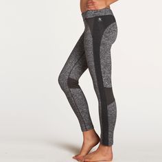 While the surface is smooth, the backside of the Moto Lesley Tight has a light brushed fleece, so these bottoms are ready to hit the winter roads and trails.
