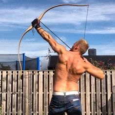 Train your backmuscles for more perservering and effective archery Assault Weapon, Archery Bows, Sword Fight, Archery Equipment, Longbow, Traditional Archery, Kayak Camping, Bow Arrows, Crossbow