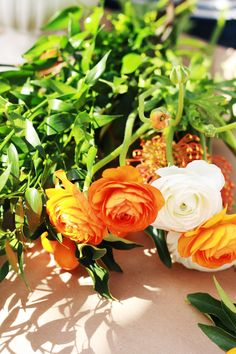 jestcafe.com - Here are some beautiful photos of a flower arrangement workshop for friends.