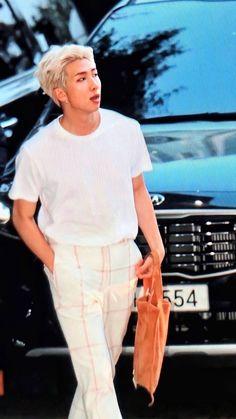 """Anyways here's 190421 Namjoon lockscreen/ wallpaper as an apology 🥺"" Jimin, Bts Bangtan Boy, K Pop, Kim Namjoon, Kim Taehyung, Trinidad James, Foto Bts, Park Ji Min, Mixtape"