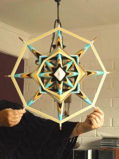 Mandala tejido 8 puntas, 50 cm. Weaving Projects, Weaving Art, Art Projects, Decor Crafts, Diy And Crafts, Arts And Crafts, God's Eye Craft, Los Dreamcatchers, Dream Catcher Mandala
