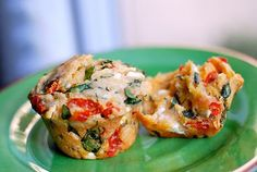 Savory Spinach, Feta, and Peppadew Muffins Savory and delicious! Fresh spinach, feta cheese and my very favorite lesser-known ingredien. Muffin Recipes, Bread Recipes, Whole Food Recipes, Savoury Recipes, Spinach And Feta, Summer Drinks, Salmon Burgers, Delish, Muffins