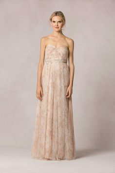 Floral print we love! Such a gorgeous strapless tulle dress by Jenny Yoo! #floralprints #bridesmaid