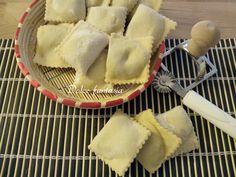 IRavioli sardi ricotta e bietola sono un ottimo primo piatto a base di ricotta di pecora e bietole insaporiti poi da zafferano,noce moscata. IRavioli sar