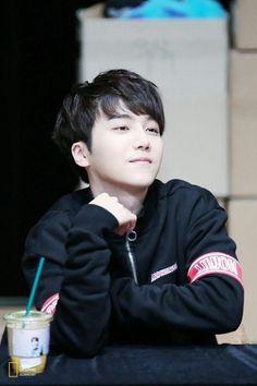 La personita que te estaba mirando era JinHo