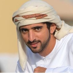 Prince Crown, Royal Prince, Turbans, Dubai, Queen And Prince Phillip, Dan B, Royal Family Pictures, Hair Wrap Scarf, Handsome Arab Men