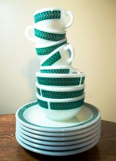 one of my all-time favourite pyrex designs (my collection unfortunately only has one piece, though). vintage pyrex decor restaurant ware.