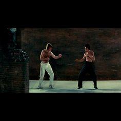 Chuck Norris, Bruce Lee Quotes Water, Dark Iphone Backgrounds, Bruce Lee Movies, Bruce Lee Martial Arts, Bruce Lee Photos, Epic Film, Wow Video, Sound Studio
