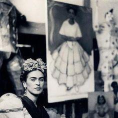 Frida Kahlo en el estudio